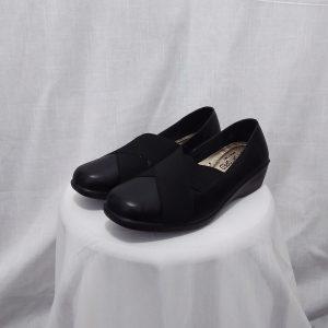 נעל רצועות אלכסונים