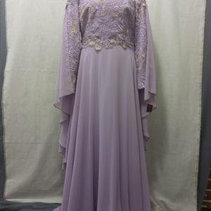 שמלה סגלגלה עם שובל בידיים